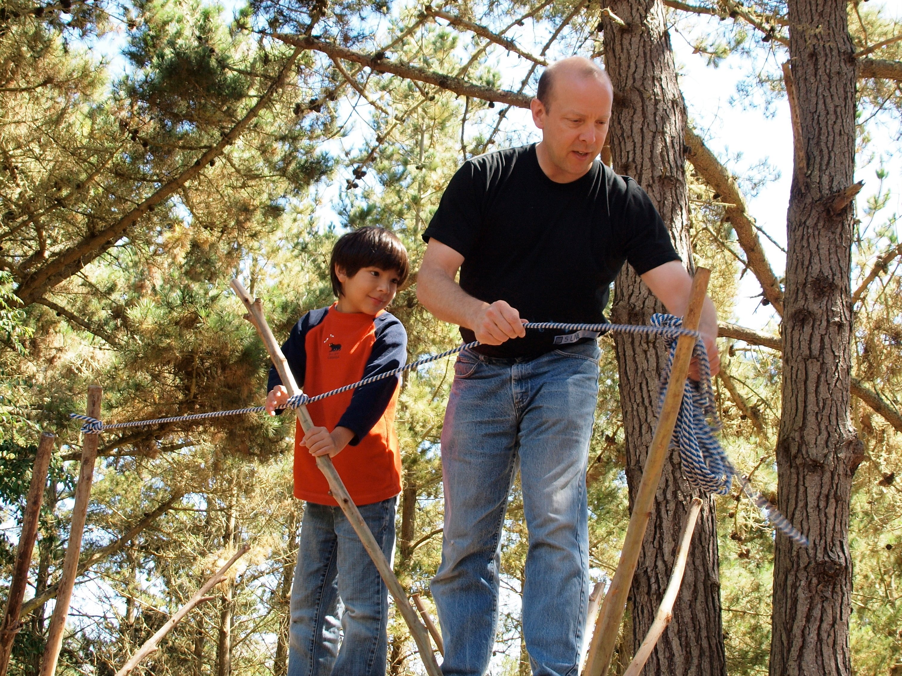 Gever Tulley tying a rope