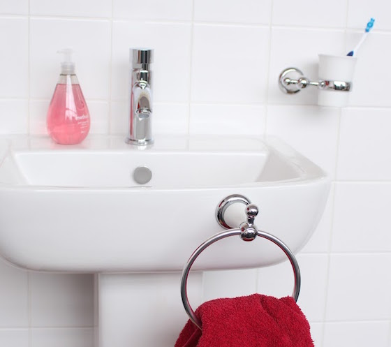 How to Hang Towel Rack Without Drilling | Sugru
