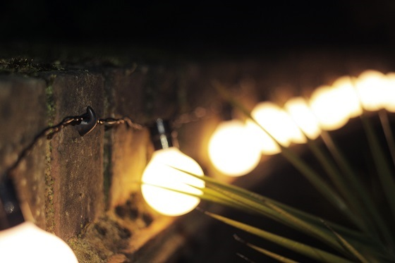 Outdoor lights hanging off Sugru hooks