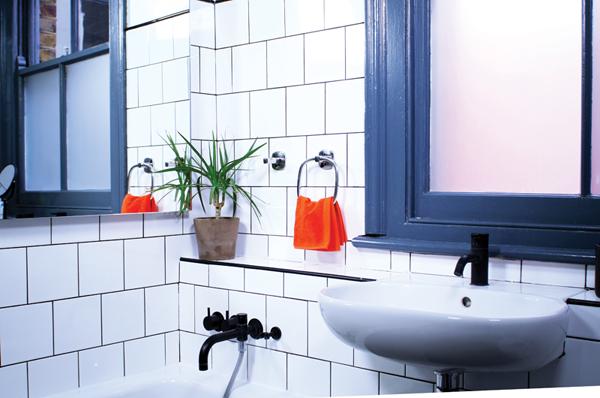 a bathroom with ceramic tiles