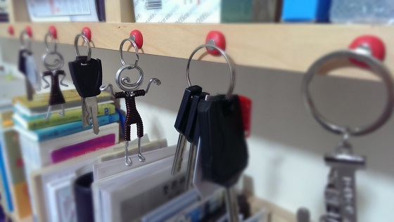 keys hang off shelf with sugru and magnets